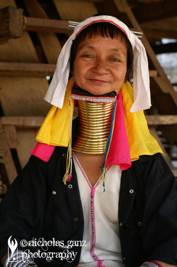 Eine Frau des Kayah Volkes aus Burma im thailändischen Exil.